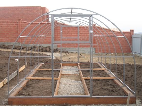 Фундамент под поликарбонатную теплицу